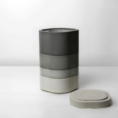 Konkurito, a modular vase of concrete designed by xiral segard