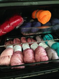 New knitting techniques tips stricken 15 ideas Knitting Humor, Loom Knitting, Hand Knitting, Knitting Ideas, Ashlee Simpson, Mittens Pattern, How To Purl Knit, Yarn Needle, Yarn Colors