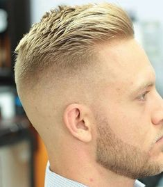 Der Crewschnitt ist eine der beliebtesten Kurzhaarschnitte für M… The crew cut is one of the most popular short haircuts for men. The men's hairstyle for men is cool, classic and stylish. You can style your short hair in a… Continue Reading → Modern Hairstyles, Hairstyles Haircuts, Haircuts For Men, Straight Haircuts, Mens Haircuts Short Undercut, Shaved Side Hairstyles Men, Mens Haircut Shaved Sides, Short Mens Hairstyles Fade, Military Hairstyles