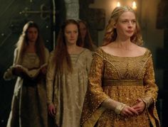 The White Queen - Elizabeth Woodville and sisters Elizabeth Woodville, White Queen Costume, The White Queen Starz, The White Princess, Rebecca Ferguson, Fantasy Gowns, Wars Of The Roses, Lady In Waiting, Medieval Costume
