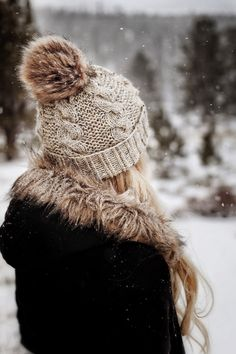 Winter Photography, Girl Photography, Snow Pictures, Knit Beanie Hat, Beanies, Winter Pictures, How To Pose, Fall Winter Outfits, Winter Style