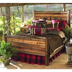 Rustic Beds: Twin Size Bear Paw Barnwood Bed with Bear Carvings|Black Forest Decor