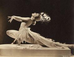Sally Rand (1904-1979) - American Burlesque Dancer and Actress.