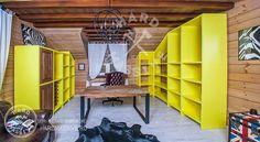 Полуоткрытый шкаф-стеллаж из мдф и дерева дуба.