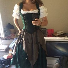 Green Renaissance Corset Dress Witch Wench custom Gown costume - Act Renaissance Festival Costumes, Renaissance Clothing, Medieval Dress, Medieval Costume, Medieval Witch, Costume Roi, Corset Costumes, Medieval Clothing, Corsets