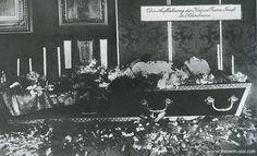 1916 - Emperor Franz Joseph lying in state.