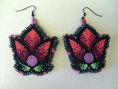 Beautiful earrings by Mama Longlegz / artist Summer Peters Seed Bead Earrings, Beaded Earrings, Beaded Jewelry, Crochet Earrings, Native Beadwork, Native American Beadwork, Hama Beads, Beadwork Designs, Textiles