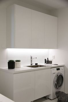 "Acquire fantastic ideas on ""laundry room storage diy"". They are accessible for you on our web site. Laundry Nook, Small Laundry Rooms, Laundry Room Storage, Laundry In Bathroom, Minimalist Small Bathrooms, Modern Minimalist, Diy Home Decor For Apartments, Laundry Room Design, Küchen Design"
