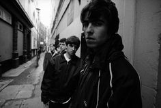 #Oasis photographed by : ©Kevin Cummins. | #LiamGallagher, #NoelGallagher, #Guigsy, #Bonehead, #TonyMcCarroll.