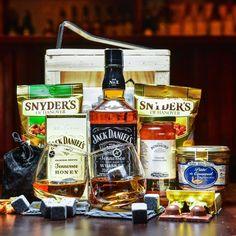 WOW Edler Tropfen Boxeo -Der beliebteste Whisky und viele praktische Whisky-Gadgets und Snacks. Jeder, der Jack liebt, möchte diese Box bekommen. Whisky, Jack Daniels Whiskey, Gadgets, Whiskey Bottle, Snacks, Boxing, Original Gifts, Crates, Guy Gifts