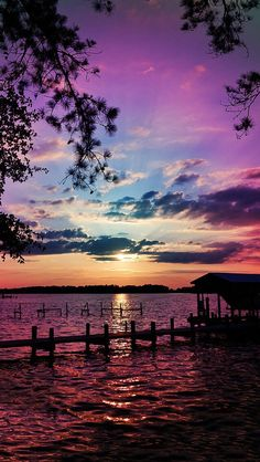 Inspiring sunset natural scenery breathtaking purples, blues over water. Beautiful Sunset, Beautiful World, Beautiful Images, Simply Beautiful, Beautiful Things, House Beautiful, Beautiful Scenery, Absolutely Gorgeous, All Nature