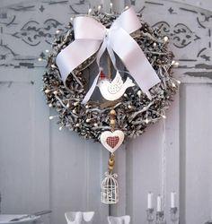 Zima veliká Nostalgický věneček s plechovým závěsem - ptáček, srdce, klícka, průměr cca 28 cm Grapevine Wreath, Grape Vines, Hanukkah, Wreaths, Decor, Decoration, Vineyard Vines, Decorating, Deco