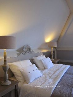bed and breakfast in assen drenthe White Bedroom, Master Bedroom, Bedroom Decor, Interior Decorating, Interior Design, Modern Country, How To Make Bed, House Rooms, Bed And Breakfast