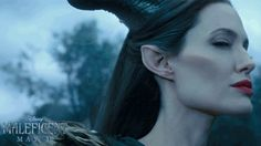 angelina jolie maleficent :o Angelina Jolie Gif, Angelina Jolie Maleficent, Maleficent Movie, Maleficent Cosplay, Disney Villains, Disney Movies, Disney And Dreamworks, Disney Pixar, Fairy Godmother