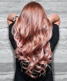 19 Rose Gold Hair Color Looks That Absolutely SLAY Rose gold hair -- aka the absolute coolest way to pay homage to Glinda the Good Cabelo Rose Gold, Gold Hair Colors, Hair Colours, Fall Hair, Gorgeous Hair, Beautiful, Absolutely Stunning, Amazing Hair Color, Exotic Hair Color