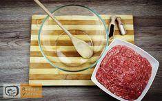 Sajttal töltött húsgolyó recept, sajttal töltött húsgolyó elkészítése 1. lépés Salsa, Bacon, Food And Drink, Vegetables, Cooking, Ethnic Recipes, New Recipes, Home Made, Food Dinners