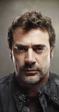 Jeffrey Dean Morgan endeared himself to audiences with his recurring role on ABC's smash hit series, Greys hvide verden (2005). His dramatic arc as ...