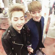 360 degree XiuChen~!! kekeke i love this couple so much~ <3 they are so freaking cute~ <3 Love you Xiuminnie and Chen Chen oppa~ <3