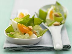 Grüner Eiersalat - mit Erdnüssen - smarter - Kalorien: 305 Kcal - Zeit: 25 Min. | eatsmarter.de #eatsmarter #rezept #rezepte #ei #eier #eiweiss #eigelb #huehn #huehnchen #herzhaft #fruehstueck #mittagessen #abendbrot #brot #salat #erdnuesse
