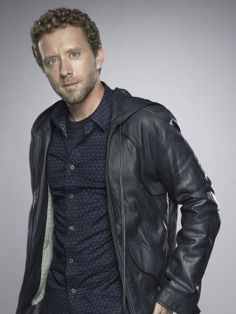 will never forget the first episode you see hodgins shirtless Booth And Bones, Booth And Brennan, Bones Tv Series, Bones Tv Show, Bones Actors, Tj Thyne, Fox Bones, Michaela Conlin, Rookie Blue