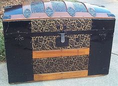 Antique Steamer Trunk #254   This trunk is beautiful!