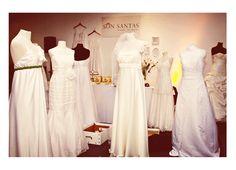 Vestidos de Novia ready to wear de Son Santas. Vestidos de novia divinos, nuevos, impecables, listos para usar. Juntas creamos tu look con géneros, vinchas, moños, fajas, tules, tocados, colores y texturas.  http://www.casamientosonline.com/planea-tu-casamiento/1/buenos-aires/guia-de-servicios/97/vestidos-usados-y-terminados/9513/son-santas