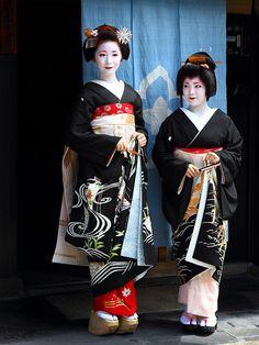 Maiko (now geiko) Fumino with geiko (now retired) Ayano of Gion Kobu