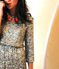sparkly dress + statement necklace = awesome rehearsal dinner look! Mode Chic, Mode Style, Style Me, Look Fashion, Fashion Beauty, Womens Fashion, Looks Party, Sequins And Stripes, Gold Sequins