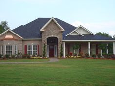 An extremely spacious front yard is always a plus!