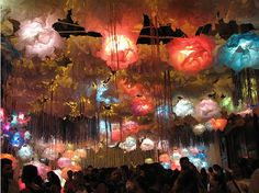 Festa Major de Gracia Barcelona, Gaudi, Travel Inspiration, To Go, Ceiling Lights, Places, Party, Projects, Painting
