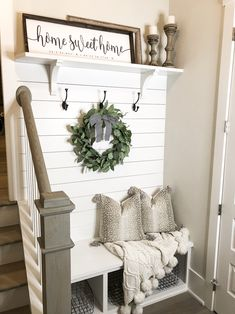 32 pretty farmhouse wall decor ideas you must have 6 - All About Decoration Farmhouse Side Table, Farmhouse Wall Decor, Modern Farmhouse, Farmhouse Ideas, Country Decor, Vintage Farmhouse, Rustic Farmhouse Entryway, Farmhouse Small, Farmhouse Bedrooms