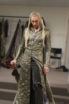 #LeePace trying on his #Thranduil boots in The Desolation of Smaug extended edition features.