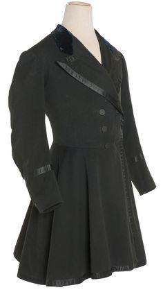 Les Arts Décoratifs - Site officiel - Diaporama - Redingote portée par Barbey d'Aurevilly, France, vers 1840  Wool frockcoat with silk velvet collar and satin bindings.