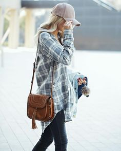 Your typical flannel with a tunic twist! Throw a baseball cap on it for a celebrity-avoiding-the-paparazzi look Fall Winter Outfits, Autumn Winter Fashion, Spring Outfits, Winter Flannel Outfits, Outfits With Hats, Casual Outfits, Cute Outfits With Flannels, Cap Outfits, Winter Stil