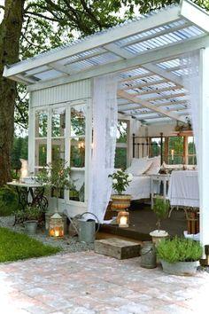 Awesome 40 Insane Vintage Garden Furniture Ideas for Outdoor Living https://decorisart.com/06/40-insane-vintage-garden-furniture-ideas-outdoor-living/ #vintagegardening #outdoorliving