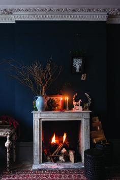 今年こそ自宅に暖炉を導入しませんか? #homify #ホーミファイ #暖炉 Farrow & Ball の 暖炉&アクセサリー