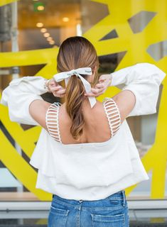 Sydne Style shows how to wear the hair ribbon trend with a chanel bow Ribbon Hair Ties, Hair Ribbons, Rock Hairstyles, Scarf Hairstyles, Hair Scarf Styles, Chanel No 5, Gorgeous Makeup, Ponytail, Beauty Ideas