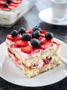 Strawberry Tiramisu, Strawberry Pudding, Strawberry Desserts, Strawberry Summer, Strawberry Cheesecake, Strawberry Shortcake, Dessert Sans Four, Dessert Simple, No Bake Summer Desserts