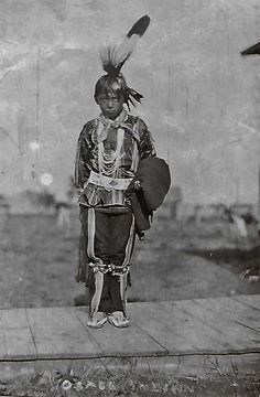 Osage boy, Little warrior in the making Native American Children, Native American Photos, Native American Tribes, American Indian Art, Native Americans, Osage Indians, Plains Indians, Osage Nation, Cherokee