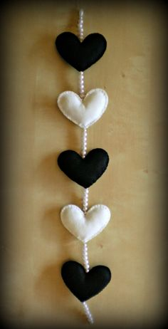 Handmade felt garland with black and white hearts by FeltQueen31, €15.00