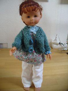 Pauvre Clara: elle n'avait rien à se mettre... Alors voici une petite tenue estivale: Mais dis donc, Clara, enlève ton gilet, qu'on la voie, ta jolie tenue estivale! Pantalon en lin blanc (modèle de base,...