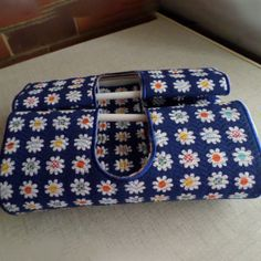 Casserole Carrier Casserole Carrier, Cutwork, Casserole Dishes, Machine Embroidery Designs, Quilt Blocks, Free Design, Going Out, Things To Come, Shoulder Bag