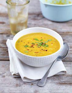 """Den här soppan blir alltid mångas favorit under onlineprogrammet """"21 dagar till ett friskare jag"""". Självklart eftersom att den är så god men även för att den är så enkel och snab… Raw Food Recipes, Veggie Recipes, Soup Recipes, Vegetarian Recipes, Cooking Recipes, Healthy Recipes, Good Food, Yummy Food, Veggie Soup"""