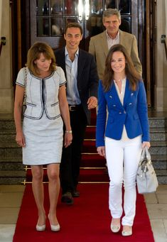 Carole Middleton Photos - (L-R) Carole, James, Michael and Philippa Middleton depart the Goring Hotel in London on April 30, 2011 in London,…
