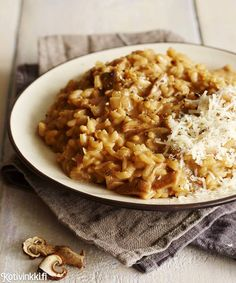 Mehevä sienirisotto vegaaninen jos korvaa parmesaaniraasteen oluthiivahiutaleilla :9