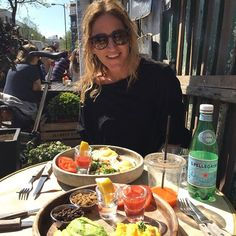 Delicia de dia, cia e brunch na Golborne Déli  Gorgeous day, great company and delicious brunch at Golborne Deli #floresemnottinghill #nottinghill #igerslondon #golbornedeli #golborneroad #bestoflondon #londontips #ilovelondon #london