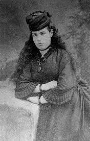 """Esta es Eduarda """"Eda"""" García-Mansilla, la hija mayor de Eduarda Mansilla y Manuel Rafael García. Contrajo matrimonio con el Barón Charles Jules Marrier de Lagatinerie. Padres de ocho hijos con descendencia."""