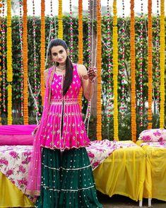 Bridal mehendi designs Archives - The Urban Guide Mehendi Outfits, Indian Bridal Outfits, Indian Designer Outfits, Designer Dresses, Kurti Designs Party Wear, Lehenga Designs, Wedding Dresses For Girls, Party Wear Dresses, Dress Indian Style