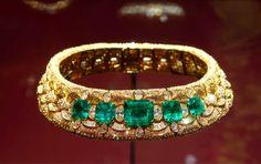 Bulgari is an Italian jewelry and luxury good brand in ),colored stones, especially sapphire emerald ruby in unique formats. Bulgari Jewelry, Pearl Jewelry, Antique Jewelry, Gemstone Jewelry, Lotus Jewelry, Jewellery, Van Cleef And Arpels Jewelry, Bijou Bulgari, Jewelry