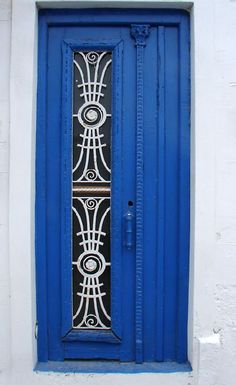 Blue door, Portugal. #portals #doors #royal #blue